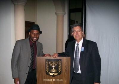 R'Elazar y el embajador israelí Amos Radian
